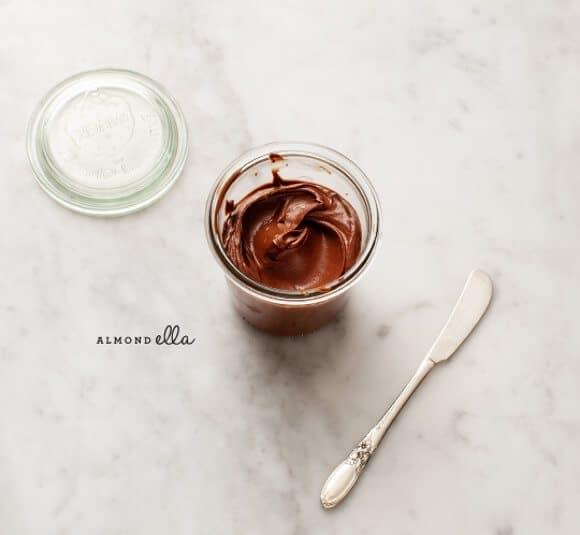 almond-ella spread (vegan, gluten free) / loveandlemons.com