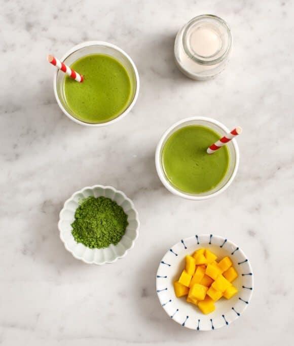 matcha mango smoothies / loveandlemons.com