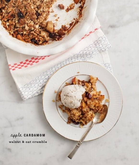 Apple Cardamom Oat Crumble / @loveandlemons