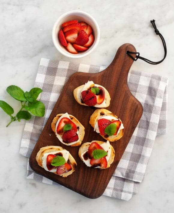 strawberry balsamic crostini / loveandlemons.com