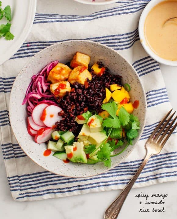 Spicy Mango Avocado Rice Bowl / vegan & gluten free