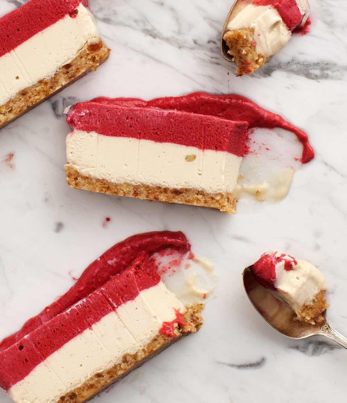 "Vegan Raspberry Lemon Chia ""Cheesecake"""