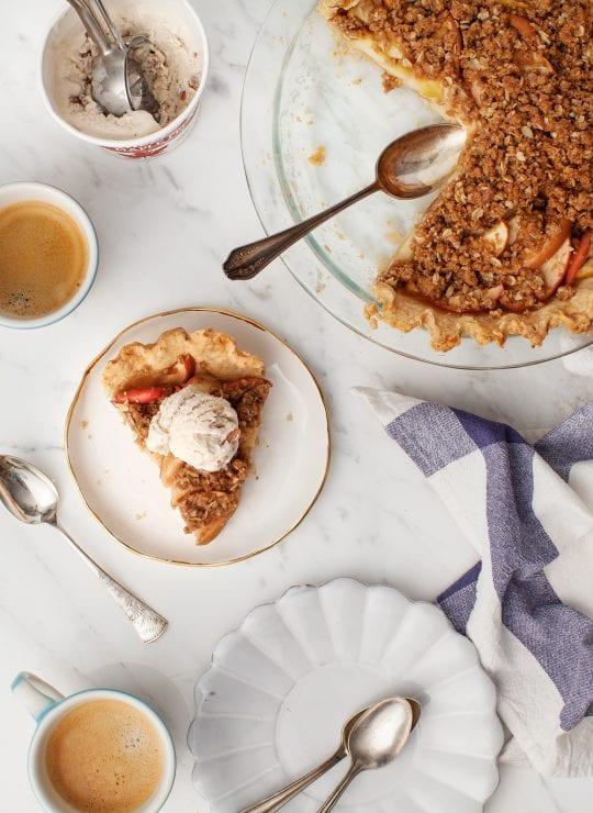 Homemade Apple Crumble Pie (vegan)